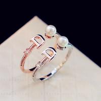 2021 Marca Europea Letter Chapated letra D Anillo Dormütura de perlas de moda Anillo de los encantos de la vendimia para la fiesta de bodas Anillo de dedo Vintage Joyería de traje