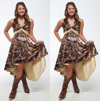 2021 Spezielle Tarnung Brautjungfer Kleider mit Schärpe Halfter V-Ausschnitt Camo Mid of Ehren Dress High Low A Line Bride Vestidos de Novia