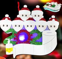 Adornos de Navidad de luz LED 2020 colgante de regalo de madera superviviente de Navidad de la familia de cuarentena decoración del árbol de Navidad pendiente HHA2188