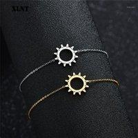 XLNT Pulseras redondas simples para mujeres Charm de oro con patrón de sol de sol Pulseras geométricas Joyas de acero inoxidable1