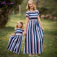 Aiqingsha mamá Bebes madre hija vestida mamá y yo ropa verano a rayas madre y hija vestido de la familia mirada ropa LJ201112