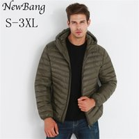 Newbang Brand Lightweight Hooded Duck Duck Ultra Light Down Giacca Uomo Portatile Antivento Cappotto caldo Feather Parka Man 201226