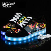 Taille 30-44 Sneakers rougeoyants pour enfants Chaussures à LED adultes avec semelle éclairée Santon à LED pour enfants Boys Filles Chaussures lumineuses 201130