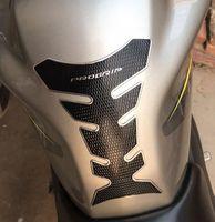 En düşük fiyat Promosyon! Yansıtıcı Karbon Fiber Koruyucu, Moda Stil Motosiklet Gaz Tankı Kauçuk Sticker Tankınızın Soğutucu ve Daha Güvenli
