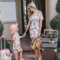 Nashakaite Семья смотрит Мама и дочь Обращаются с плечами Работы Цветочное мини-платье Мать и дочь одежда Y200713