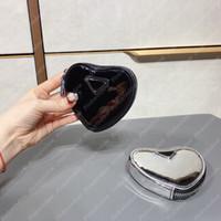 Donne Portafoglio Lussurys Designer Borse in pelle spazzolata Mini sacchetto crossbody borsa a forma di cuore a forma di cuore Borsa a tracolla triangolo borsa a catena P21020402L