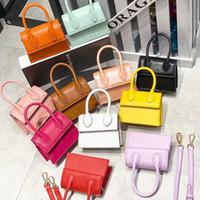 새로운 2020 패션 작은 PU 가죽 탑 핸들 핸드백 숄더백 플랩 크로스 여성용 메신저 가방 지갑 C0426