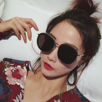 Mode Vintage Sunglasses rondes Femmes Desgineuse Sun Lunettes Classic Net Street Street Style Femme Verres UV400