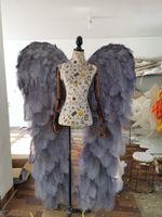 Nueva llegada Lujoso Gris Avestruz Pluma Angel Ala Ala Hombres Fotografías de moda de Lady's Fashion Props Creative Body Studio Decoraciones