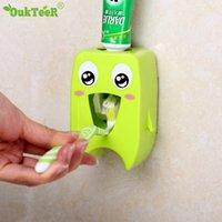 Главная Автоматическая зубная паста Диспенсер семейный держатель зубной щетки для ванной комнаты бытовой настенный крепление стойки ванна набор зубной пасты Squeezer C1003