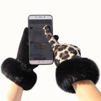 Moda personalidade ponto do leopardo de pelúcia macia da tela de toque senhoras luvas além de veludo de condução dentro para manter o calor e frio D69