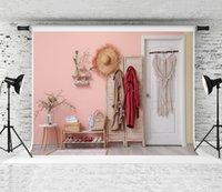 Moderne stilvolle Zimmerkulisse Rosa Wand Interieur Dekor Fotografie Hintergrund Frühlingsblumen Mode Zimmer Kulissen für Porträt-Triebprop