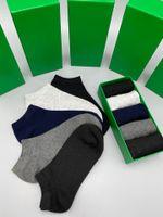 En 2021, la nueva marca de calcetines deportivos para hombres y mujeres, amantes del algodón, calcetines de lujo para hombres con cajas, colores aleatorios, cómodos.