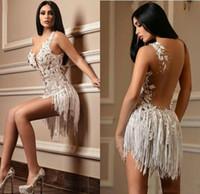 2020 Sexy court Robes de bal col en V Une ligne dentelle Appliqued cristal Tassel Robe de cocktail sur mesure Tenue de soirée pas cher Backless