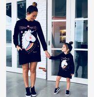 Madre e hija Unicornio Impreso Sudadera con capucha Vestido Vestido Muchachas Dibujos animados Estante de dibujos animados Mami y yo Ropa a juego A4668