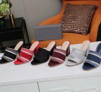 Le pantofole casual da donna bloccano i sandali del tallone delle signore tacchi alti in pelle Stilbed Sandals Sandali Stivaletti Pantofole Stylist Scarpe