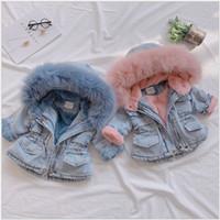 2021 Brasão New Arrivals Meninas Inverno Engrosse Coats Crianças Denim com capuz Crianças Fur Jacket de algodão Collar Baby Girl Outwear