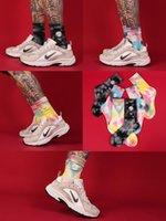 Renkli Yüksek Sokaklar Nakış Papatyalar Erkekler ÇORAP ins Moda Sokak Kişilik Basketbol Kadınlar Çorap Tie-boya