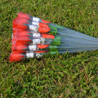 Giorno di San Valentino rose rosse amore a forma di cuore adesivo singolo fiore di seta carino bianco orsi decorazione fiori artificiali nuovo arrivo 0 48tn G2