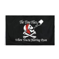 Pirinç TAKOZ ile Korsan Bayrağı 3X5 Ft Jolly Roger Bayraklar Açık Cadılar Bayramı Süslemeleri Polyester (Sen Rum sahip olduğunuzda Zaman Sinekler)