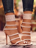 Vendita calda Suede in pelle scamosciata stretta high-tacco alto caldo sexy nera e albicocca Rivetti perline perline sandali nightclub scarpe da donna stile fresco