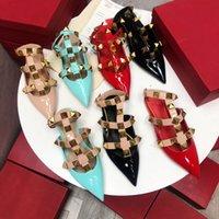 Hohe Qualität Mode Frühling und Sommer Neue Baotou Niedrige Ferse Lackleder spitz womens halbe Hausschuhe Dekoration Damen Sandalen Größe 35-40