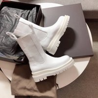 حار بيع 2020 أحذية المدرج جولة اصبع القدم النسائية منتصف الساق مع مكدسة مقبض الوحيد الإناث مارتن عدم الانزلاق العاصفة CUIR مطاطي الألواح الجانبية الأحذية