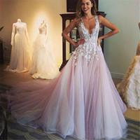 Une tendresse a-ligne créé dentelle robe de mariée Deep V cou romantique romantique délicates robes de mariée de style de campagne Bohemian balayage robe de mariée