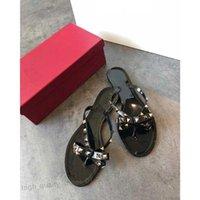 Valentino flip flop Yeni Yaz Kadın Çevirme Luxurys Tasarım Terlik Düz Sandalet Yay Perçin Moda PVC Kristal Plaj Ayakkabı Boyutu 35-40