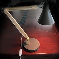 Alsightup Klassische Mini Mode Mattierte Metalllampenschirm und Holzhalterung Texturstudie Tischlampe mit Lichtquelle US-Stecker