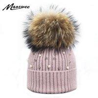Beanie / Kafatası Kapaklar Yün Kasketleri Kadınlar Gerçek Doğal Kürk Pom Poms Moda Inci Örme Şapka Kızlar Kadın Bere Şapkası Ponpon Kış Şapkalar Wome için
