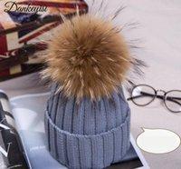 Mütze / Schädelkappen Winter Strickmütze Hut mit Waschbären Pelz Poms Für Frauen Hip Hop Skullies Kappe Echt 18 cm Pompom Mützen Cap1