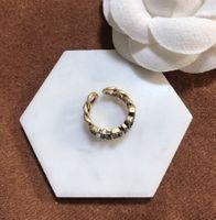 Heißer Verkauf Ring für Frau Diamant Form Ring Hohe Qualität Messingbrief Charme Ring Modeschmuckversorgung