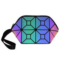 Yeni Kozmetik Çanta Kadınlar Geometrik Makyaj Çantası Kadınlar Aydınlık Kozmetik Organizatör Çanta Bayanlar Katlama Fermuar Seyahat Make Up Çantası