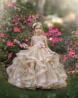 Carino 2021 Flower Girl Dresses Jewel Collo del merletto Appliques Tiered Gonne ragazze vestito da spettacolo Linea di compleanno dei capretti abiti