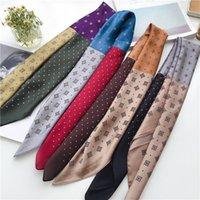 Мода 70 * 70см Чистый шелк Маленький квадрат напечатанный маленький шелковый шарф для женской стюардессы Профессиональное украшение Маленький шарф идет с цветной SCA