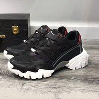 جديد أزياء v نمط عارضة أحذية الرجال والنساء برشام ستار أحذية أعلى جودة العلامة التجارية قماش جلدية تنفس تصميم EUR36-46 الحجم QC46