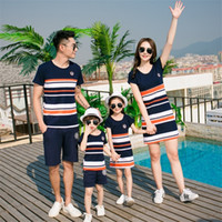 Famille Look Robe Mother Fille Vêtements Été Mode T-shirt à rayures Correspondance Outfits Père Son Baby Boy Girl Vêtements Y200713