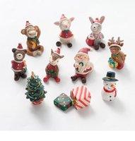 만화 미니 크리스마스 가족 작은 동물 수지 장식품 크리 에이 티브 홈 크리스마스 장식 선물 10 개 세트