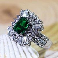 Anelli cluster di lusso quadrato quadrato verde pietra di fidanzamento di fascino gioielli geometria pave cristallo zircone per le donne regalo dell'anno
