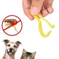 2 шт. / Установлен Пластиковый портативный крючок The The Twister Remover крючок лошадь Человеческая кошка собака собака питомца поставляет галочку средства для удаления инструмента животных