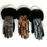 패션 여성 겨울 따뜻한 스웨이드 터치 스크린 장갑 여성 가짜 RABIT 모피 뱀 패턴 플러스 벨벳 두꺼운 운전 장갑