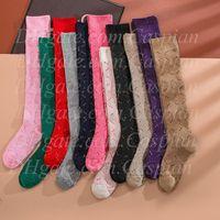 Nouvelle lettre d'arrivée Chaussettes de genoux Multicolore Femmes Fille Lettre Chaussettes Haute Chaussettes Fashion Hosiery pour Gift Party Haute Qualité