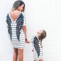 2020 الأم ابنة قصيرة الأكمام مخطط اللباس الصيف الأسرة مطابقة ملابس أجنحة فساتين الأم وأنا طفل رضيع ملابس F1218