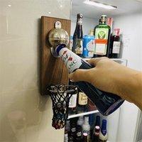 Apribile a parete di bottiglia multifunzione creativa montata con la bottiglia di pallacanestro magnetico Opener Cap Catcher -Shoot con il tuo tappo regalo 201204