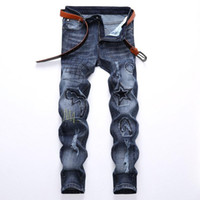 Moda de luz azul jeans para hombres 38 40 42 más el tamaño de los pantalones vaqueros de mezclilla estudiantes hombres vaqueros rotos bordados azules