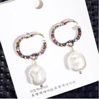 Luxury Color Diamant Örhängen Designer Pearl Pendants Örhängen Dubbel bokstäver Charm Studs Kvinnor Rhinestone Örhängen Partihandel