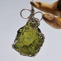 مولدافيت الطبيعي الأخضر كريستال ستون ستون قلادة للرجال والنساء زوجين قلادة غرامة مجوهرات LJ201016