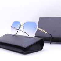 European and American wind new sunglasses ladies street shot...