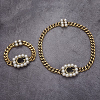 Diseñador de lujo Joyería para mujer Collar Pearl Colgante Collares con diamantes de color Brass Retro Oro Pulseras De Oro Y Cadenas Joyería De Moda